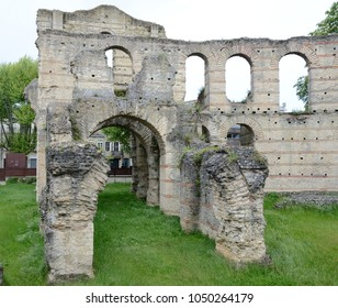A gateway of the Roman amphitheater Palais Galien remains is in the French city Bordeaux.