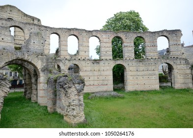 A gateway and a wall of the Roman amphitheater Palais Galien remains is in the French city Bordeaux.