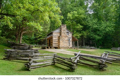 Gatlinburg, Tennessee, USA. Early wooden homestead of settlers in the Great Smoky Mountains National Park on a fine summer day near Gatlinburg, Tennessee, USA.