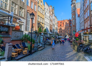 GDANSK, POLEN - 2017 AUGUST 24. St. Mary's church and Mariacka street in the old town center of Gdansk.