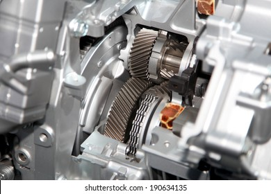 Gear train in side aluminium casing of the engine