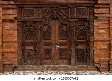 Gebyok is one of the typical Javanese furniture in the form of a Javanese partition which is generally made of teak wood.