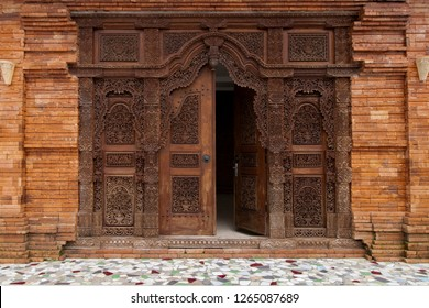 Gebyok is one of the unique Javanese furniture in the form of a Javanese partition which is generally made of teak wood. It is can be used also for the door of the house.