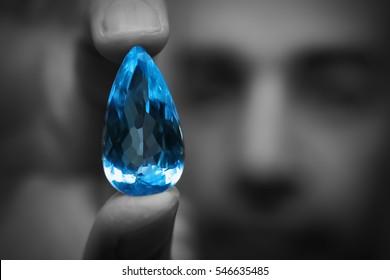 gema diamantes azul agua marina zafiro rubí joya  gemologo