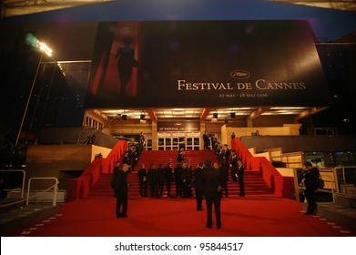 General atmosphere at the 59th Annual International Film Festival de Cannes. May 25, 2006  Cannes, France.  2006 Paul Smith / Featureflash