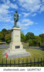 General Stonewall Jackson statue and grave site in Lexington VA