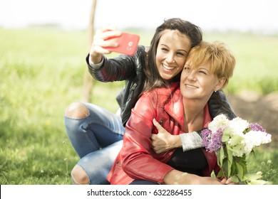 Gerações: mãe e filha