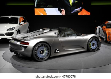 Porsche 918 Images, Stock Photos & Vectors | Shutterstock on