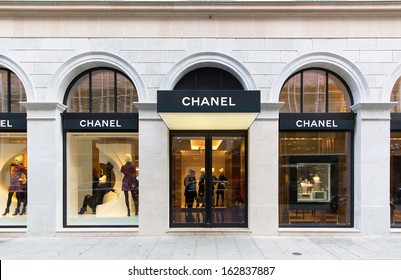 GENEVA - NOVEMBER 13: A CHANEL outlet, November 13, 2013, Geneva, Switzerland. CHANEL operates some 310 Chanel boutiques worldwide. Since the 1990s, all CHANEL bags are numbered to deter counterfeit.