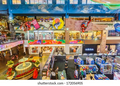 GENTING HIGHLANDS, MALAYSIA - DECEMBER 21 : People shop in First World Plaza on Dec 21,13 in Genting Highlands. It's a shopping centre which consists of shops, restaurants, an indoor theme park, ect.