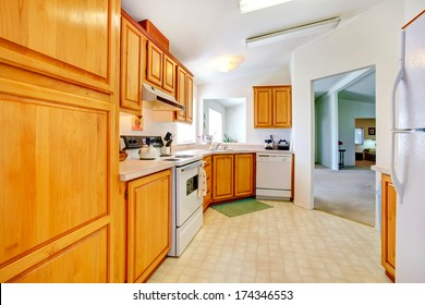 Gentle colors kitchen room with vaulted ceiling and beige tile floor