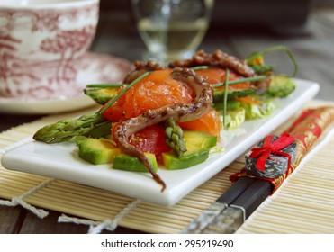 Gentle salad with a salmon, a squid, an asparagus, avocado and mamadika