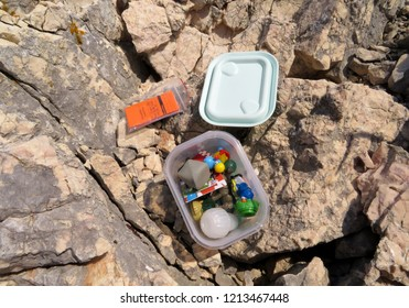 Geocaching in the rocks, open cache in detail with logbook