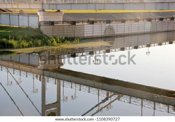 geometry-lines-quay-reflection-bridge-60