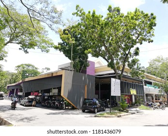 GEORGE TOWN, MALAYSIA - AUG 13, 2018: Facade of Batu Lanchang wet market in Batu Lanchang, Jelutong, Penang. The wet market serves the Jelutong community.