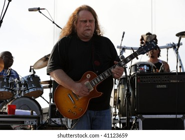 GEORGE, WA - MAY 16: Guitar player Warren Haynes of The Allman Brothers Band performs on stage at The Gorge Amphitheater May 16, 2009 in George, Wa.