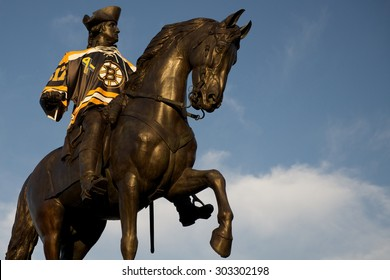 George Washington Dressed in a Boston Bruins Jersey (Boston, Massachusetts, USA / June 29, 2013)