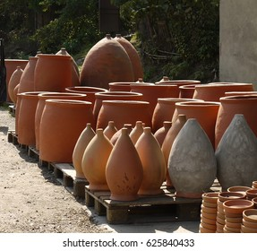 Georgian jugs for making wine (kvevri)