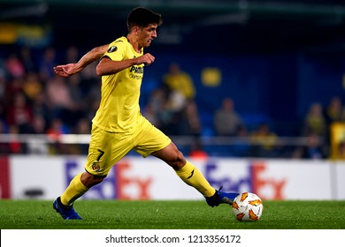 Gerard Moreno of Villarreal controls the ball during the Group G match of the UEFA Europa League between Villarreal CF and Rapid Wien at La Ceramica Stadium Villarreal, Spain on October 25, 2018.