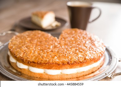 German bee-sting cake. Almond cake with vanilla cream