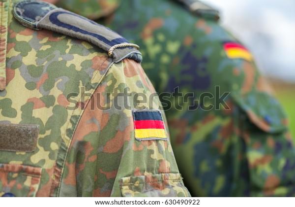 drapeau allemand en uniforme de l'armée allemande