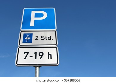 German road sign: parking with disk for 2 hours between 7 - 19 h