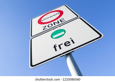 German road sign: start of a low-emission zone, vehicles with green low-emission zone sticker permitted