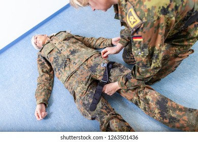 German soldier puts on a tourniquet during an exercise