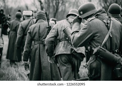 German soldiers in captivity go in line for Soviet soldiers