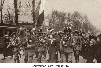 German soldiers welcomed home from World War 1. 1918. Berlin mothers, wives, and children met the soldiers arriving home from the war.