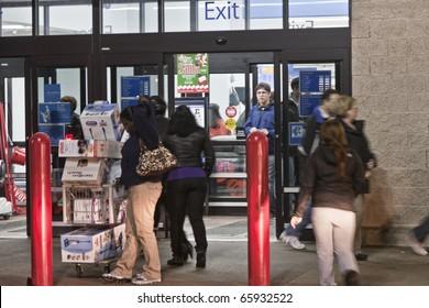 GERMANTOWN - NOVEMBER 26: Walmart black friday shoppers start at 12AM November 26 2010, MD, 2010 in Germantown, Maryland
