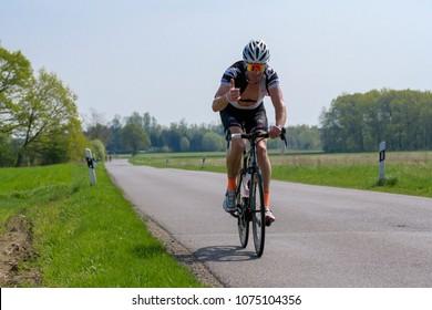 Germany, 21.04.2018, Lübbenau, cyclist solo friendly greeting on the way at the Spreewald Marathon