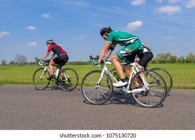 Germany, 21.04.2018, Lübbenau, mixed men and women on the road in the driver field at the Spreewald Marathon