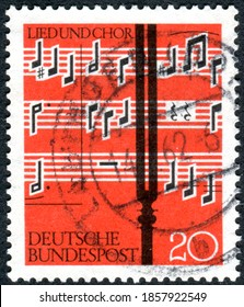 """GERMANY - CIRCA 1962: A stamp printed in Germany,  shown the music is from the choral movement for three voices """"In dulci jubilo"""" from """"Musae Sioniae"""" by Michael Praetorius, circa 1962"""