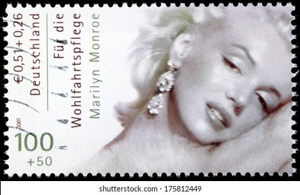 GERMANY - CIRCA 2001: A stamp printed by GERMANY shows image portrait of famous American actress, model and singer Marilyn Monroe (1926-1962), circa 2001
