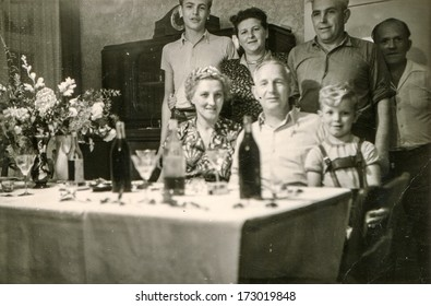 GERMANY, CIRCA FIFTIES - Vintage photo of family party