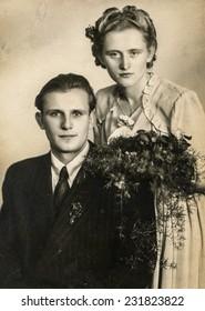 GERMANY CIRCA THIRTIES: Vintage photo of newlyweds