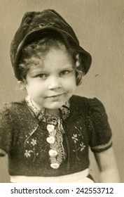 GERMANY, CIRCA THIRTIES: Vintage photo of little girl