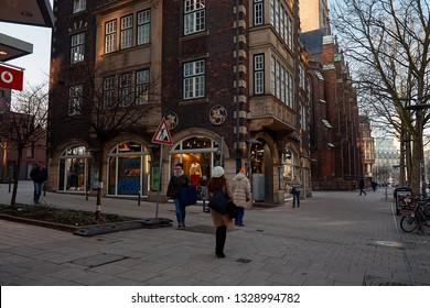 retail prices large discount online store Hamburg Einkaufen Images, Stock Photos & Vectors | Shutterstock