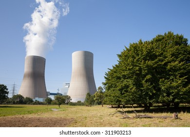 Germany, North Rhine-Westphalia, Hamm, Hard coal-fired power station, Cooling tower, trees