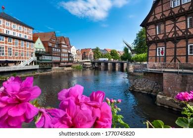 Lüneburg, Deutschland. Die Altstadt mit dem historischen Hafen.