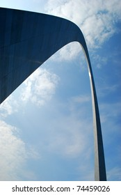 Getaway Arch in St-Louis in a sunny day