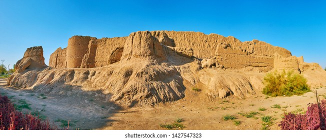 Ghal'eh Jalali adobe fortress is one of the most interesting historical landmarks, preserved in Kashan, Iran