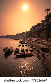 Ghats (Banks) on the Ganges River, Hindu holy city on Ganges Ganga, Varanasi, Banaras, Uttar Pradesh, India.