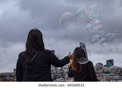 Giant Bubbles in London