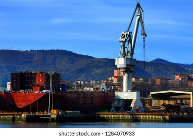 A giant crane near a giant ship