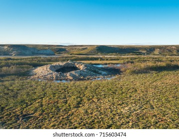 Giant crater of unknown origin on the Yamal Peninsula. Helicopter expedition to the place of occurrence.