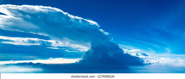 Giant cumulonimbus cloud