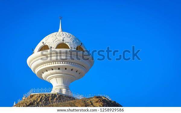 giant-frankincense-burner-monument-riyam