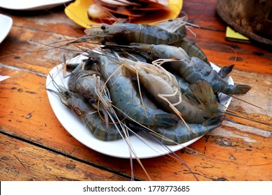Giant freshwater prawns-Big Headed shrimps-Bigheaded prawns placed on the aluminum tray for sale.